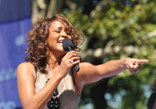 Whitney Elizabeth Houston (*1963 +2012): diva a drogy
